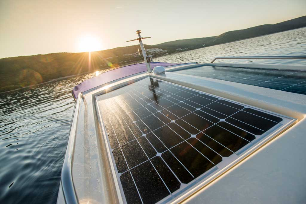 Solar pane boat